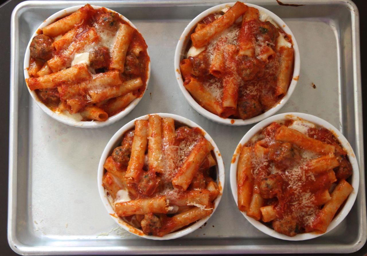 ... Cheesy and Delicious: Baked Ziti with Mini Meatballs - MamásLatinas